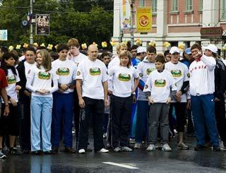 День города, коллективная зарядка у мэрии Новосибирска