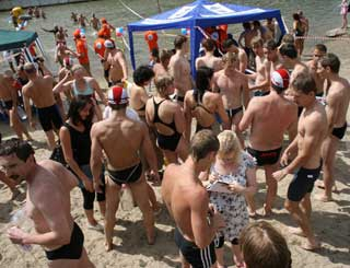 12 июля состоялся традиционный переплыв через Обь