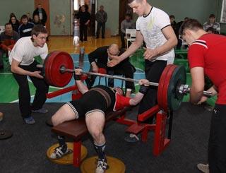 Мировой рекорд в 715 килограмм