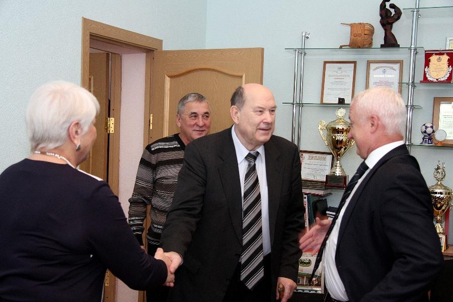 Заслуженному тренеру РСФСР и СССР по баскетболу Леониду Ячменеву 75 лет