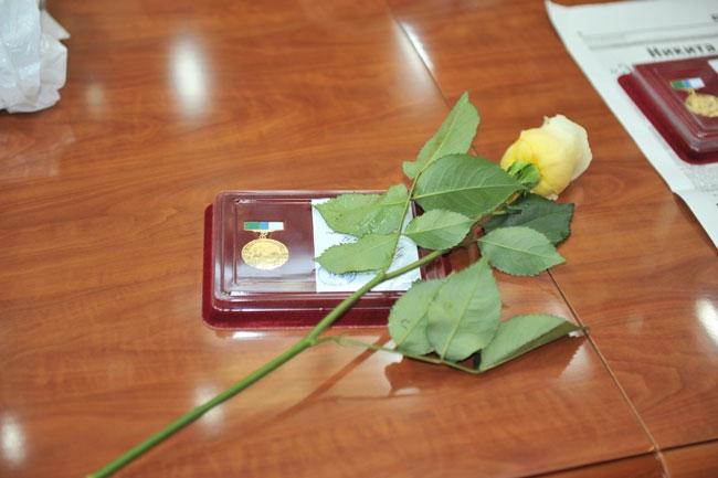 Награждение Памятными знаками специалистов Новосибирского Центра Высшего Спортивного Мастерства