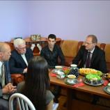 Губернатор Василий Юрченко побывал в гостях у Чемпиона мира по боксу Миши Алояна