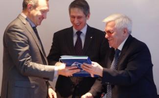 НЦВСМ подписал с заводом «Искра» соглашение о сотрудничестве