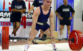 Сергей Федосиенко выигрывает кубок мира  по безэкипировочному пауэрлифтингу