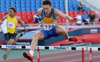 Никита Андрианов победитель первенства России  в забеге на 400 метров с барьерами