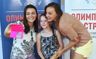 Наталья Ловцова и Валентина Артемьева провели олимпийский урок с юными пловцами